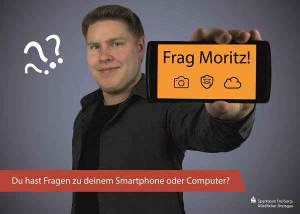 Portrait Moritz Bross mit Handy